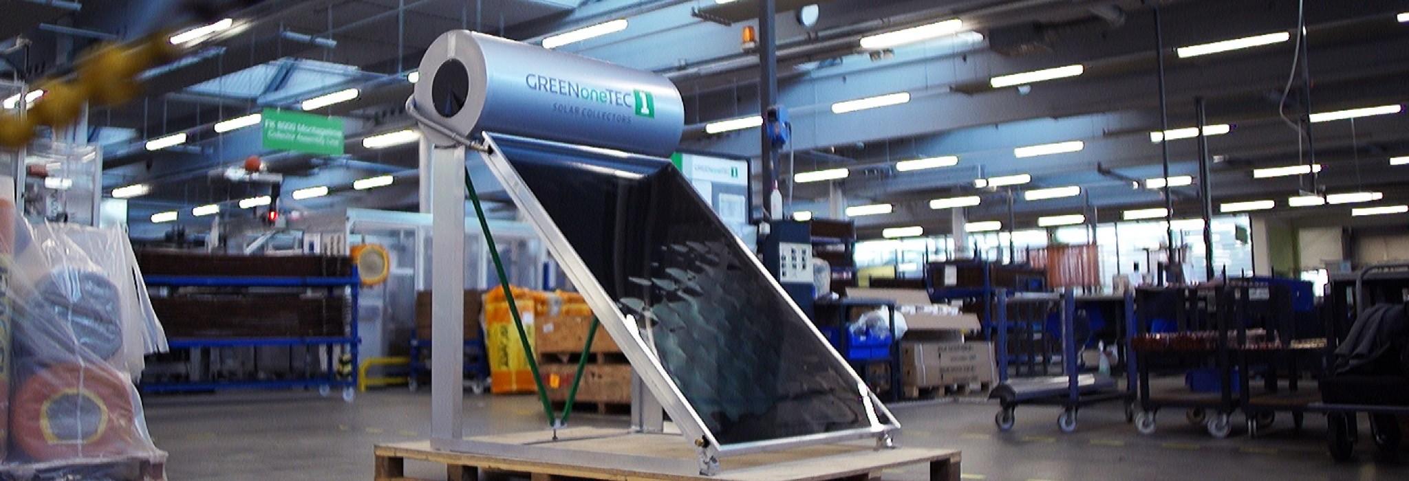 GREENoneTEC Produktion Solarkollektor Thermosiphon